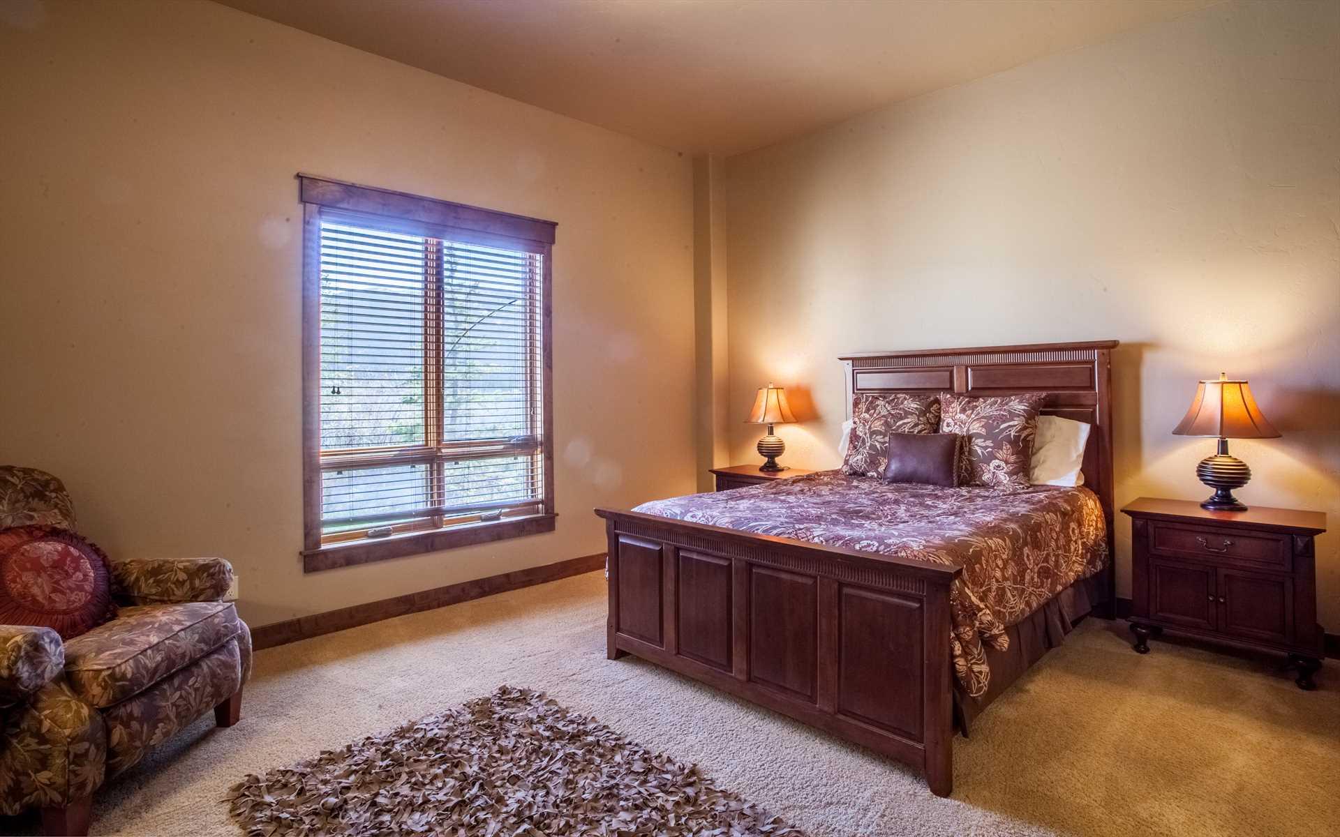 Lower level bedroom - Queen