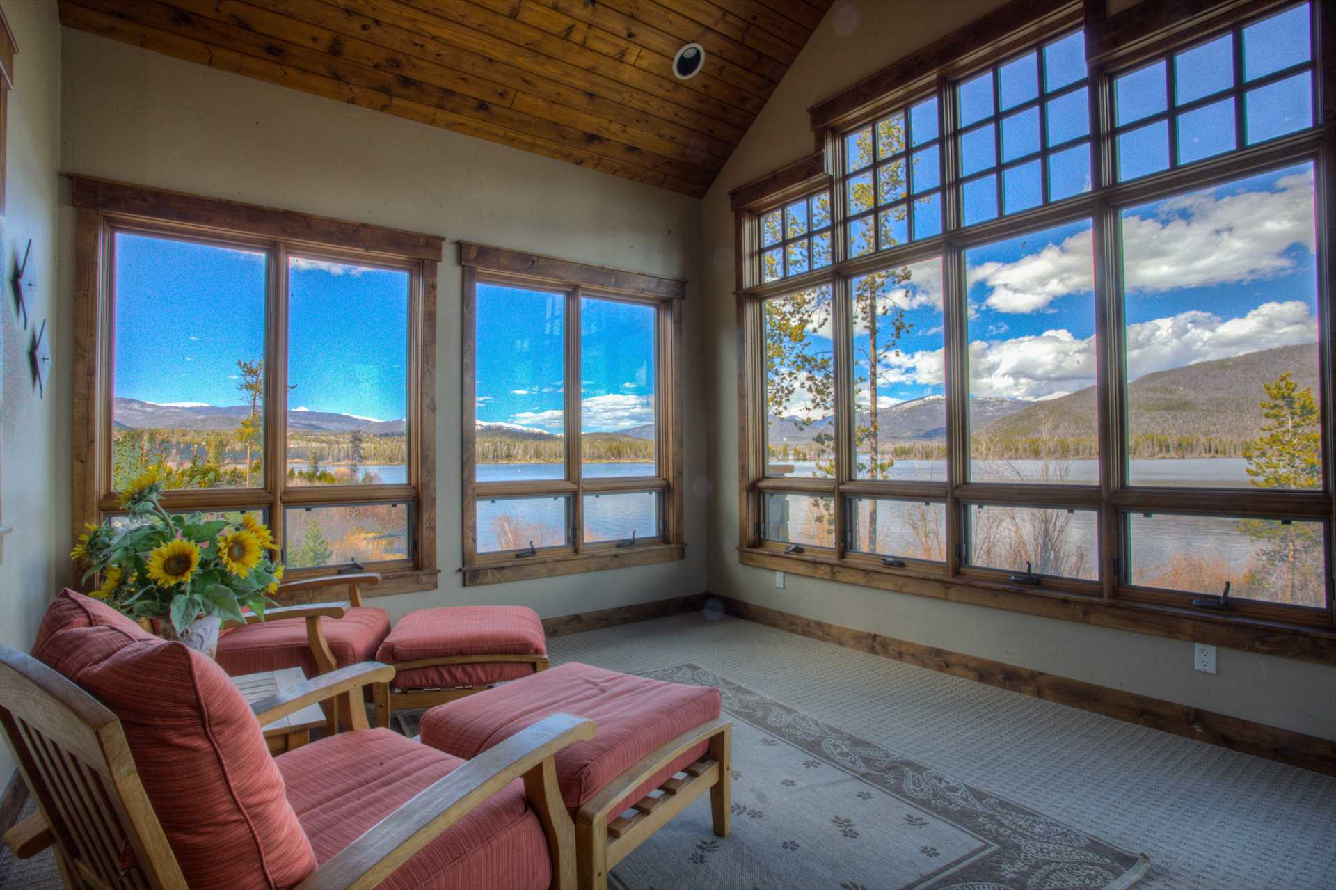 Sitting room overlooking the lake